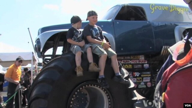 Kamioni-monstrumi popularni su i među decom
