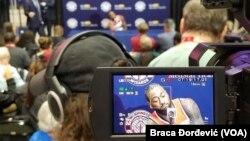 Košarkaš Vizardsa Džon Vol na konferenciji za novinare tokom dana za medije u Vašingtonu