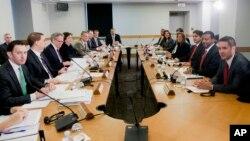 미국과 쿠바 관리들이 27일 워싱턴에서 회담을 갖고 있는 모습.
