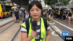 VOA Mandarin service reporter, Yihua Lee, on the streets of Hong Kong.