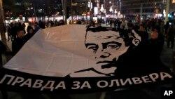 Transparent na protestu u Beogradu protiv vlasti Aleksandra Vučića, 19. januara 2019. godine (Foto: AP/Darko Vojinović)