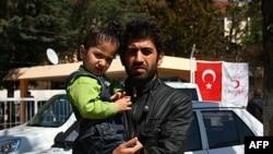 Sirijac Sivan, koji nije želeo da navede svoje prezime jer mu je ostatak porodice još u Siriji, pobegao je sa svojim sinom iz rodnog Idliba u Jajladagi u Turskoj.