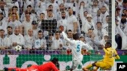 سومین گول تیم یوونتوس که در دقیقۀ ۶۰ بازی در اثر اشتباه دروازه بان ریال وارد دروازه شد و نتیجه را ۳-۳ ساخت.