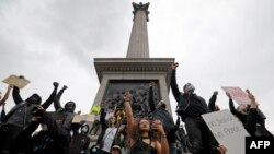 Aktivisti protestuju u Londonu, 12. juni 2020.