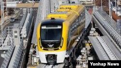2일 인천국제공항에서 자기부상열차가 시험운행되고 있다.