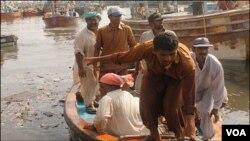 کراچی کے ساحلوں سے مچھلیاں پکڑ کر روزگار حاصل کرنےوالے ماہیگیروں کو کئی مسائل درپیش ہیں