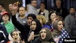 دامريکا غږ په تابيا شوې يوه مباحثه کې شريکو امريکايي مسلمانانو ويلي دتندلاريتوب چيلنج يواځې امريکايي مسلمانانو ته پيښ نه دى بلکې دهر مذهب او نظريې منونکي کسان دتندلاريتوب ښکار کيدى شي.