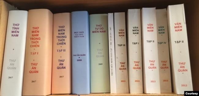 Một phần của tủ sách Di sản Văn học Miền Nam của Thư Ấn Quán, bộ Văn Miền Nam 4 tập: I, II, III, IV (2013); bộ Thơ Miền Nam trong thời chiến 2 tập: I, II (2017); bộ Thơ Tình Miền Nam (2017); Một Thời Lục Bát Miền Nam (2008); Thơ Tự Do Miền Nam (2009). Tất cả đều do Trần Hoài Thư thực hiện bằng phương pháp thủ công và có thể nói THT là người đi tiên phong trong kỹ thuật POD / Print On Demand trong lãnh vực sách báo tiếng Việt ở hải ngoại. [photo by Phạm Cao Hoàng] (3)