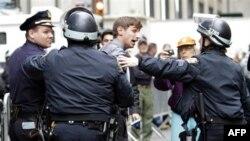 Polisin zorla tahliyesine karşı çıkan çok sayıda gösterici gözaltına alındı