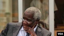 Afonso Dhlakama fala à VOA