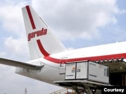 Pemerintah Indonesia resmi menerima 10 juta dosis bahan baku vaksin COVID-19 merk Sinovac, dari Beijing yang mendarat di Bandara Soetta, Cengkareng , Selasa (2/3) (biro Setpres)