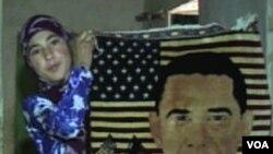 Aiša Razek sa tepihom koji je sama izradila