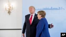 Tổng thống Mỹ Donald Trump và Thủ tướng Đức Angela Merkel chụp ảnh chung trước cuộc họp song phương ngày 6/7/2017 tại Hamburg, Đức.