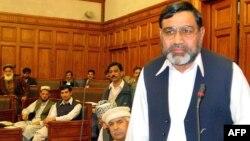 Ikramullah Khan Shahid (R), deputy speaker of a religious parties alliance Muttahida Majlis-e-Amal, pictured in Peshawar, Pakistan, January 1, 2003.