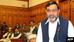 Mantan anggota parlemen Pakistan, Ikramullah Shahid (kanan) menawarkan hadiah 200 ribu dolar bagi pembunuh produser film anti Islam (foto: dok).