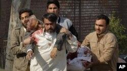Phe Taliban ở Pakistan đã lên tiếng nhận trách nhiệm về vụ tấn công và cảnh báo sẽ có những vụ tiếp theo.