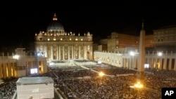 9月7号教皇在梵蒂冈圣彼得广场带领信众为叙利亚和平是守夜祈祷