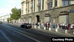 Акция солидарности с протестующими в Минске возле белорусского посольства в Москве