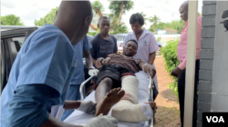 A citizen arrives at a private medical center in Harare, Jan. 17, 2019, after he was injured during this week's protests. Human rights organizations accuse the army of brutally crushing the protests, an accusation the government vehemently denies. The group Zimbabwe Doctors for Human Rights says least 68 people were treated for gunshot wounds. (C. Mavhunga/VOA)