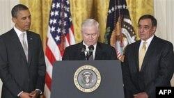 Predsednik Barak Obama, odlazeći sekretar za odbranu Robert Gejts i njegov naslednik, direktor CIA-e Leon Paneta