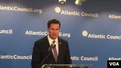 2014当选的民主党籍众议员塞斯·穆尔顿(Seth Moulton)在大西洋理事会谈美国领导地位问题。(2016年2月2日)