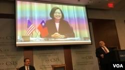 台湾总统蔡英文2019年4月9日通过视讯对华盛顿智库发表《台湾关系法》40周年讲话(美国之音锺辰芳拍摄)