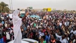 Au Soudan, le nouveau pouvoir militaire promet un «gouvernement civil»
