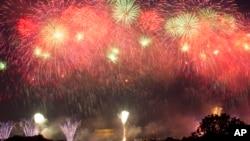 2019年7月4日庆祝美国国庆日在首都华盛顿上空绽放的烟花。