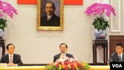 连战召开出席APEC返台记者会
