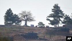 نیروهای ترکیه مواضع کردهای سوریه را برای سومین روز هدف قرار دادند.
