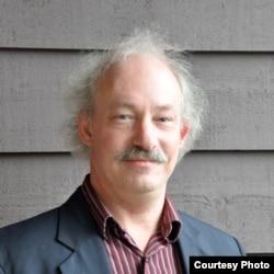 """加拿大""""法律和民主中心""""的执行主任托比•曼德尔(Toby Mendel)"""