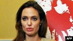 ანჯელინა ჯოლი რეჟისორის ამპლუაში