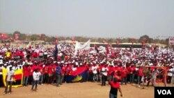 Comício popular do MPLA numa das províncias de Angola
