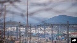 Greece နဲ႔ Macedonia နယ္စပ္က ဒုကၡသည္စခန္းတဲမ်ား။ (မတ္ ၁၀၊ ၂၀၁၆)