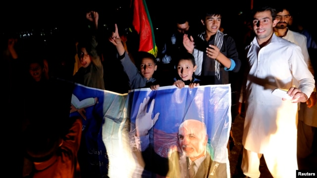 Supporters of Afghan presidential candidate Ashraf Ghani celebrate on the street after he was named president-elect in Kabul, September 21, 2014.