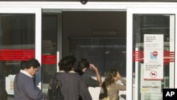 People enter an unemployment registration office in Madrid, September 4, 2012.