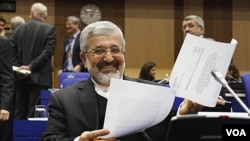 Utusan nuklir Iran untuk IAEA, Ali Asghar Soltanieh, sebelum pertemuan di Wina, Austria (foto: dok).
