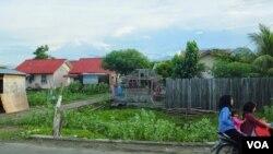 ផ្ទះសម្បែងត្រូវបានសាងសង់ឡើងវិញតាមបណ្តោយឆ្នេរនៅខេត្តBanda Aceh នៅក្នុងតំបន់កាត់ផ្តាច់៣០០ម៉ែត្រ ដែលត្រូវបានណែនាំមិនឱ្យមានការស្នាក់អាស្រ័យសារជាថ្មី។