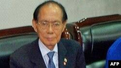 Ông Hwang Jang-Yop, một đảng viên cộng sản cao cấp từng dạy học cho ông Kim Jong Il, đã đào thoát đến Nam Triều Tiên năm 1997