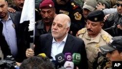 Премьер-министра Ирака Хайдер Абади (в центре)