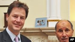 英國副首相尼克克萊格(左)與利比亞全國過渡委員會負責人阿卜杜勒加里爾在倫敦唐寧街 10號會面