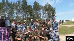 8月份俄羅斯國際軍事比賽中的俄中兩國士兵