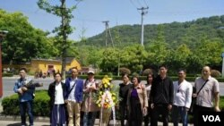 蘇州靈巖山下準備上山祭奠林昭的部分公民 (參與網圖片)