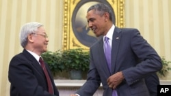 President Barack Obama meets with Vietnamese Communist party secretary general Nguyen Phu Trong in the Oval Office. (July 7, 2015.)
