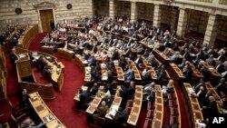希臘議會召開緊急會議,就債務危機,討論全民公投事宜。