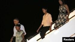 صدار اوباما کرسمس کی تعطیلات گذارنے ہوائی پہنچ گئے۔ 22 دسمبر 2012