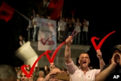 """Supporters of the opposition party """"Vetevendosje"""" hold heart signs during the closing election campaign rally in Kosovo capital Pristina, June 9, 2017."""