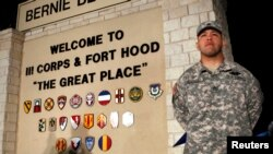 U.S. troop stands guard before news conference by Lt. Gen. Mark Milley, Fort Hood Army Post, Texas, April 2, 2014.