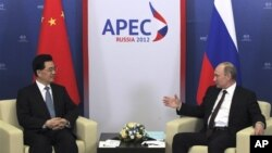 俄羅斯總統普京9月7日於亞太經濟合作峰會在俄羅斯東岸城市海參崴召開期間同中國國家國家主席舉行會談(資料照片)