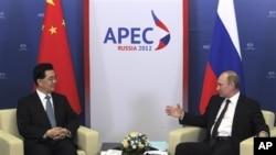 俄罗斯总统普京9月7日于亚太经济合作峰会在俄罗斯东岸城市符拉迪沃斯托克(海参崴)召开期间同中国国家国家主席举行会谈